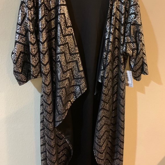 NWT Woman's LuLaRoe Shirley holiday Medium